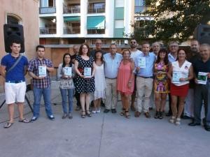 La Asoc. de Esclerosis Múltiple del Campo de Gibraltar muy satisfechos con la recaudación de la revista Hércules en La Linea, donación destinada a la entidad.